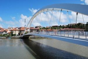 El puente de Plentzia al lado del hotel